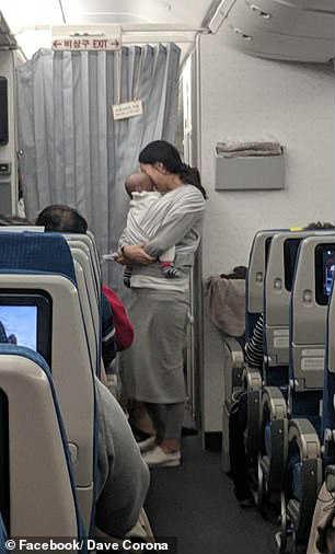 Младенец в самолете