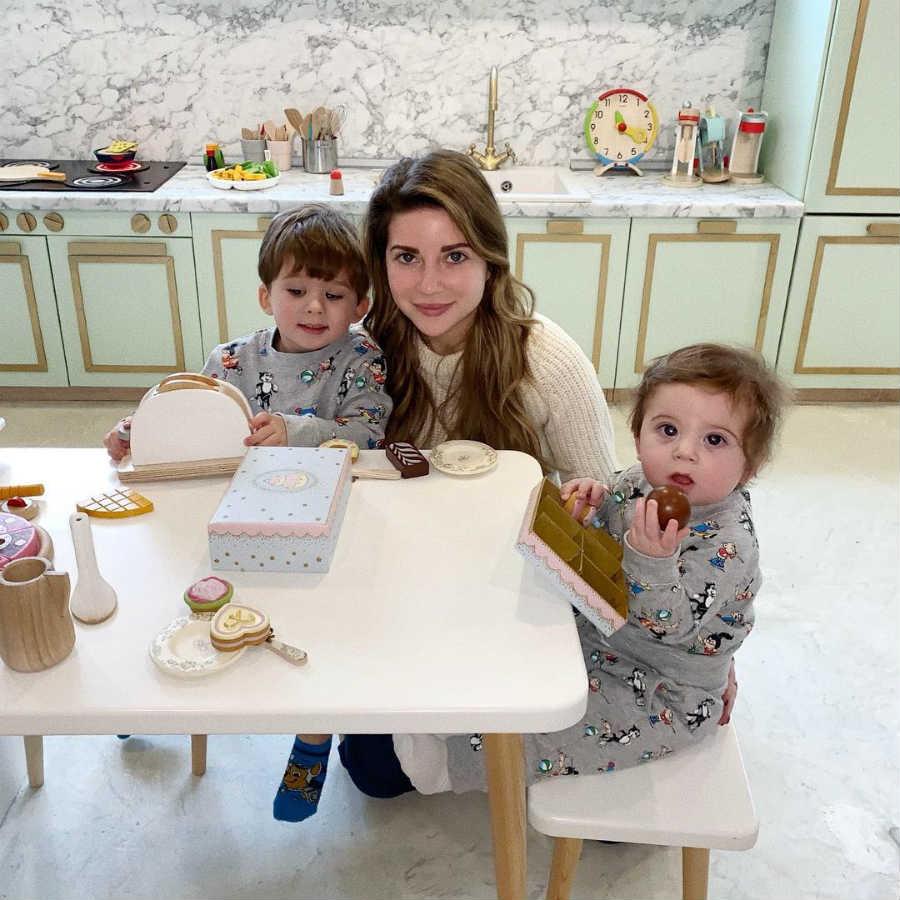 Галина Юдашкина с детьми