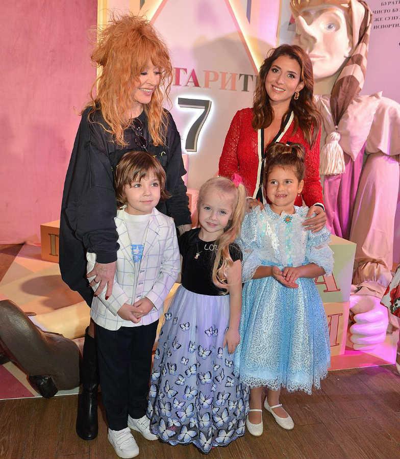 Алла Пугачёва с детьми и Жасмин с дочерью