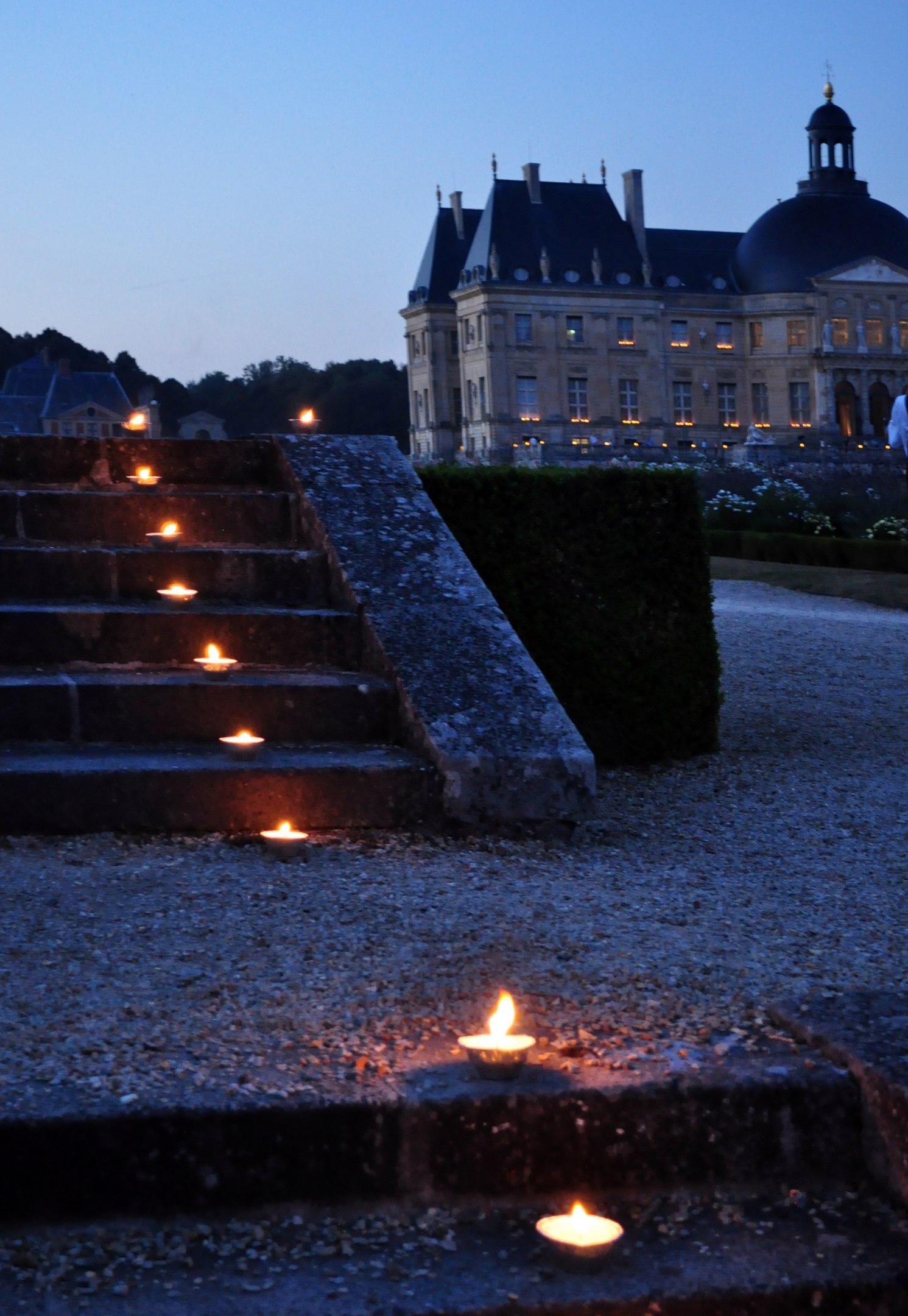 Вечер при свечах в замке Vaux Le Vicomte. Блиц: лестницы