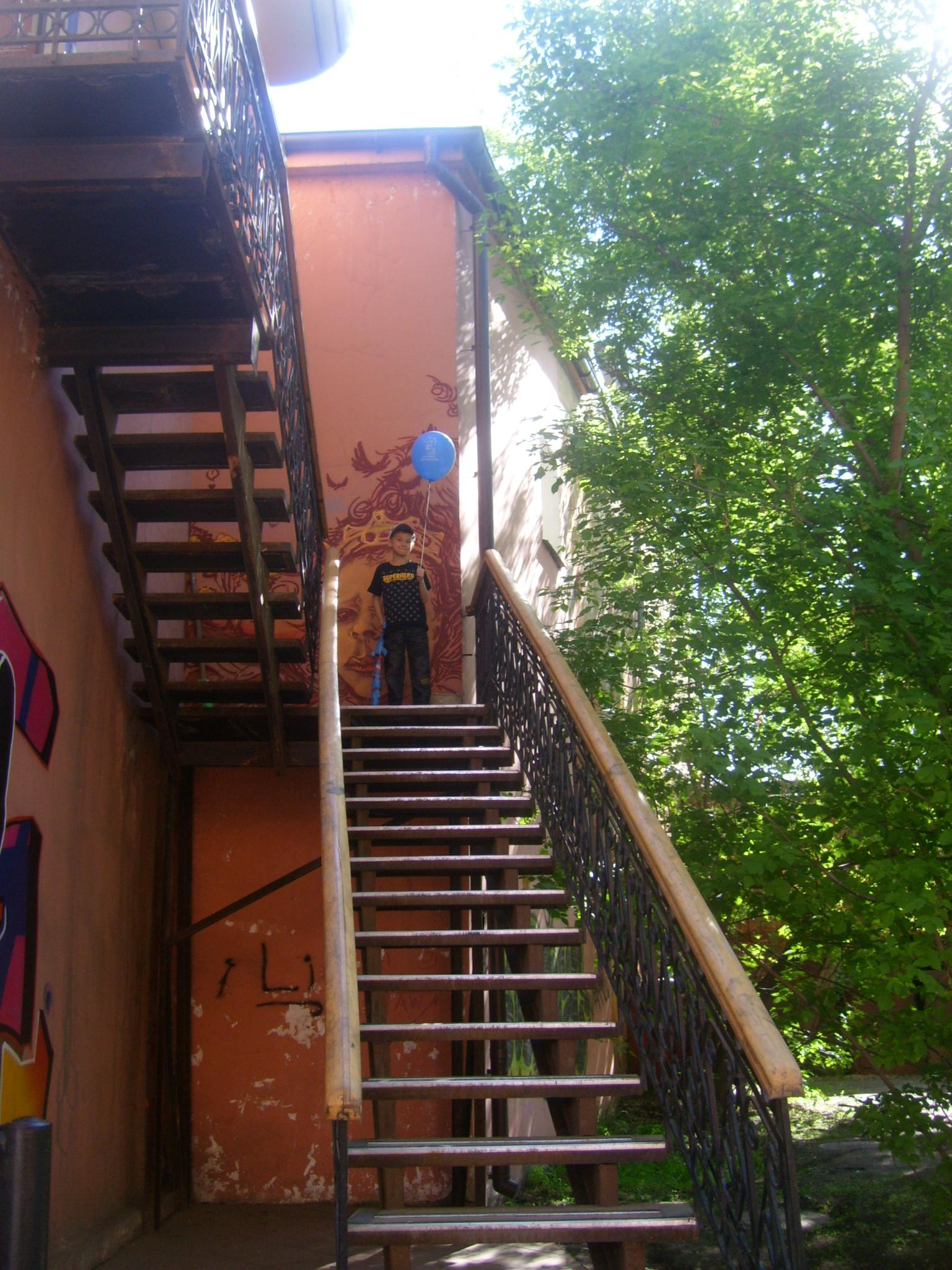 В Иркутском дворе. Блиц: лестницы