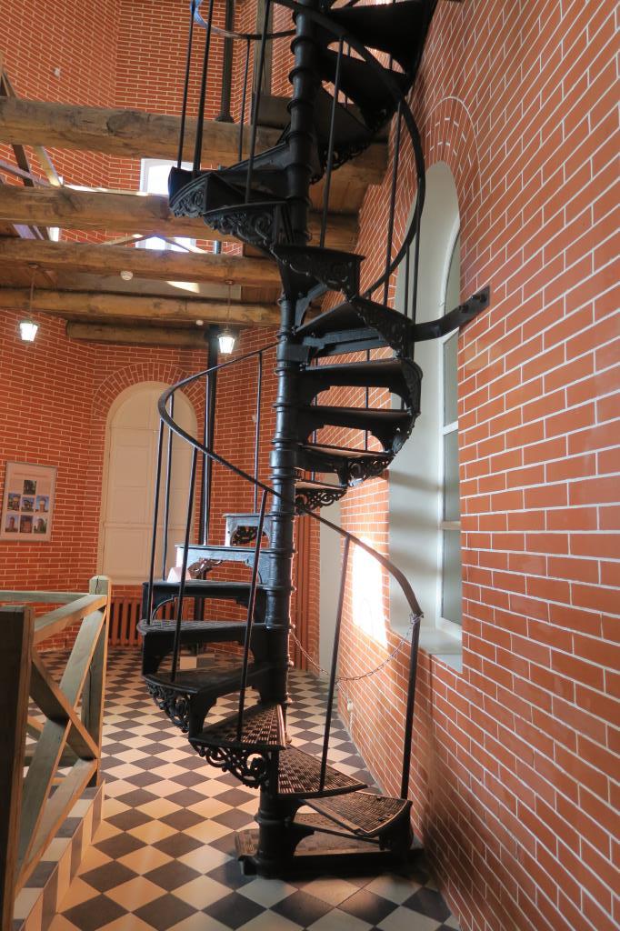 Лестница водонаборной башни. Блиц: лестницы