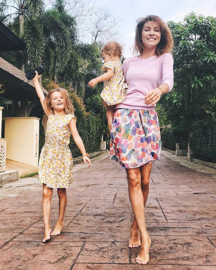Елена Подкаминская с дочками
