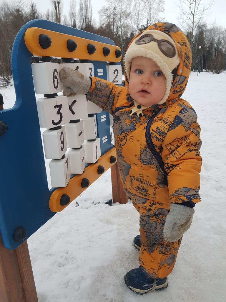 Сначала матемаика, а потом можно и в снежки поигра. Учимся, играя