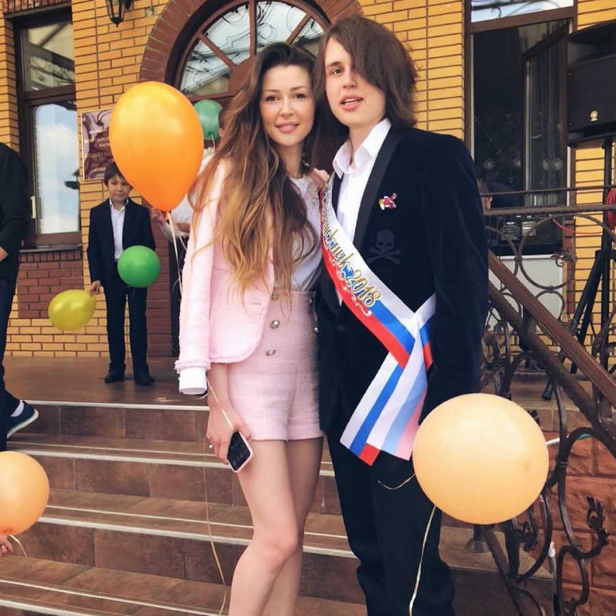 Дочь и сын Заворотнюк