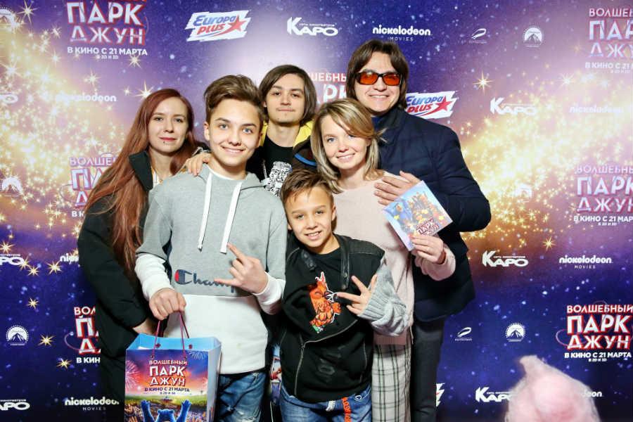 Сергей Филин с женой и детьми