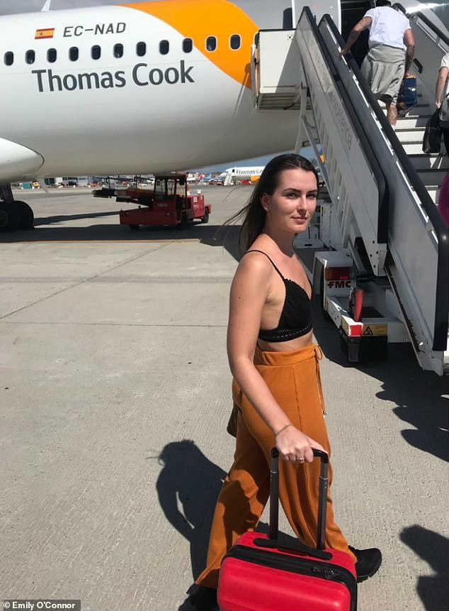 Девушку не пускают в самолет