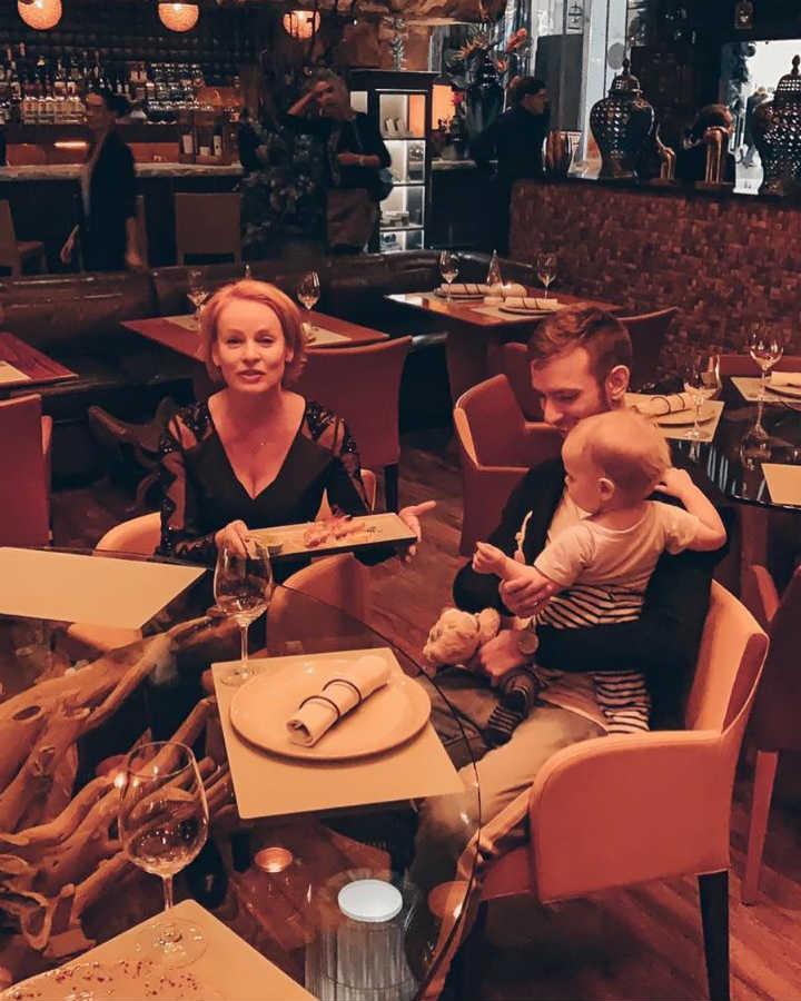 Жанна Эппле с сыном и внуком