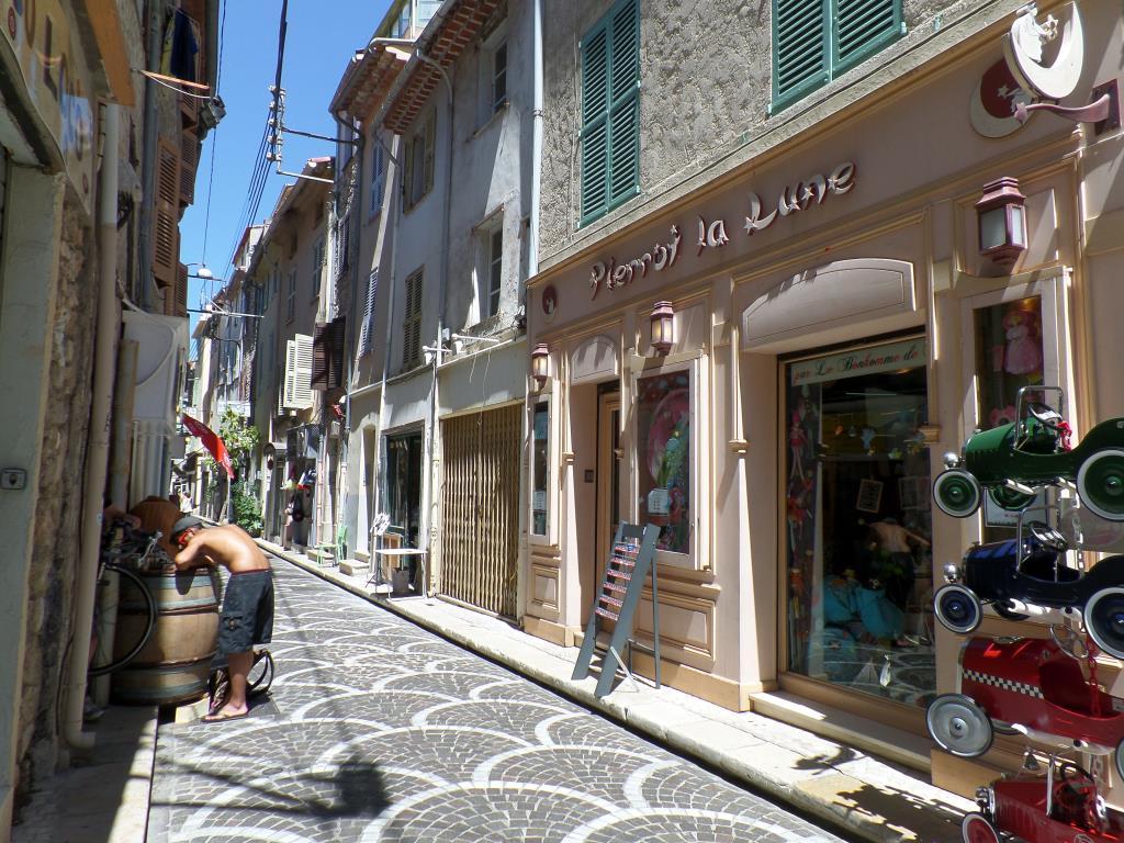 Уютная улочка на юге Франции (Антибы). Блиц: улицы