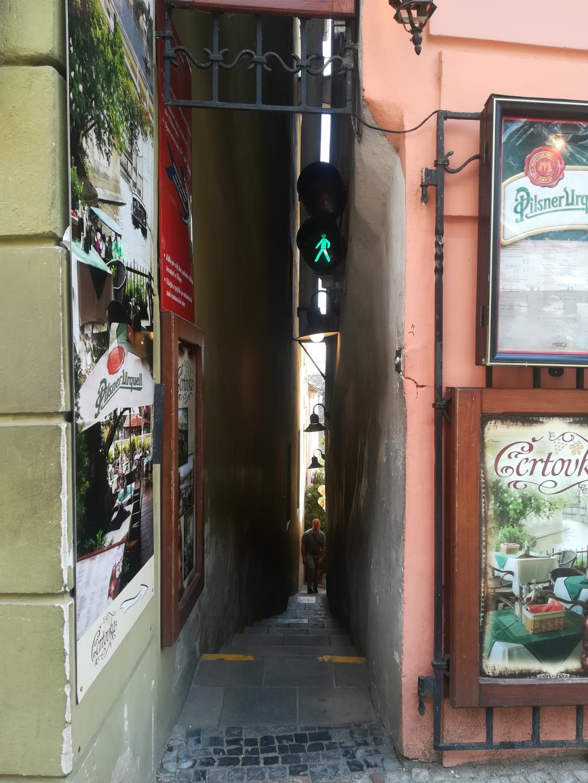 Самая узкая улочка Праги, ширина которой всего 70.. Блиц: улицы