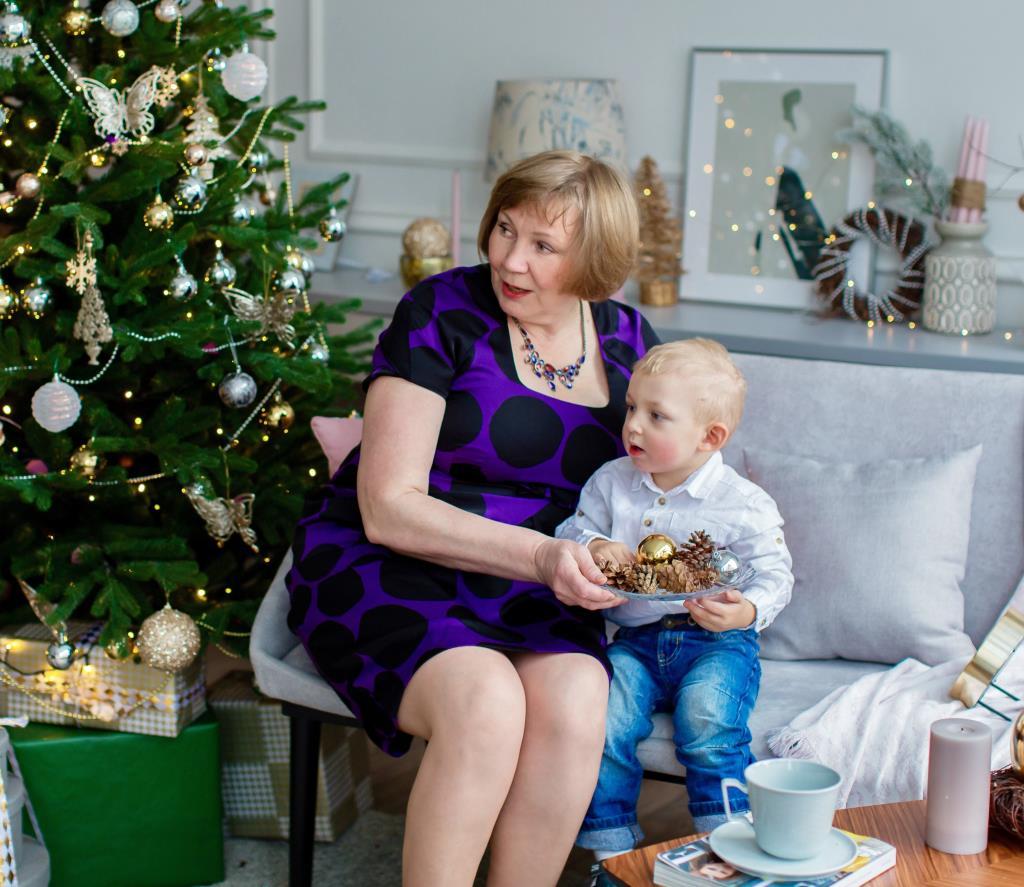 Новогодние хлопоты, внука с бабулей!. Выход в свет