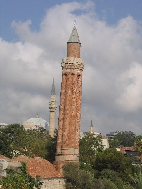 Анталья, Старый город, падающая башня. Блиц: башни