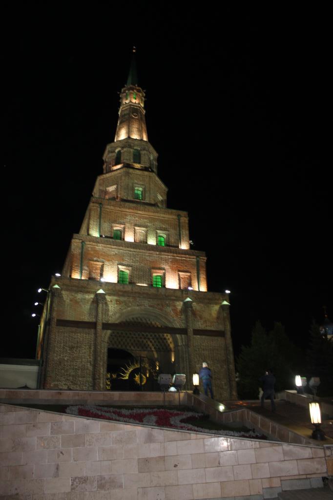 Ночные огни башни Сююмбике (г.Казань). Блиц: башни