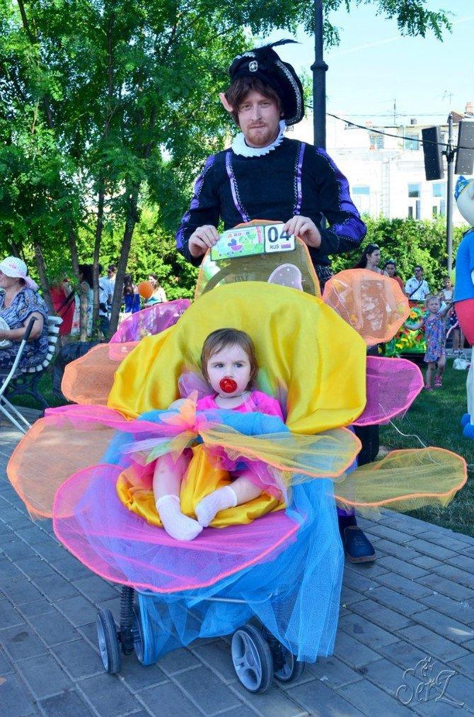 Папа Эльф с маленькой дочкой феей. Я - тоже фея!