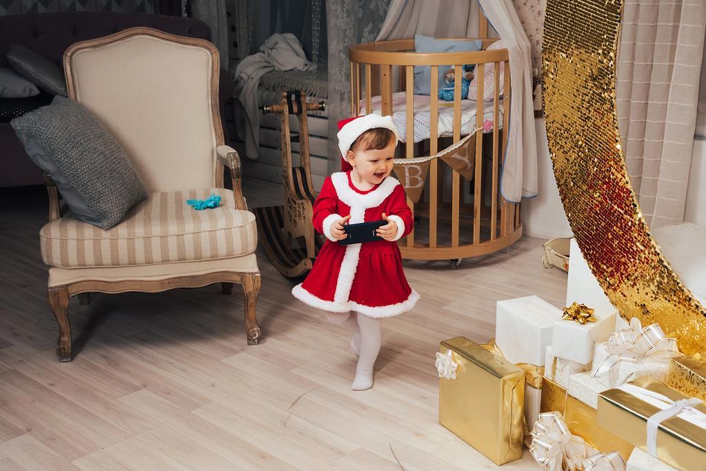Мобильная помощница Деда Мороза. Гаджеты - с детства