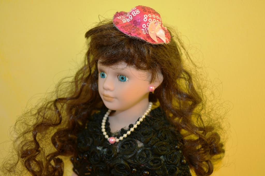 Фарфоровая Незнакомка. Блиц: стильная кукла