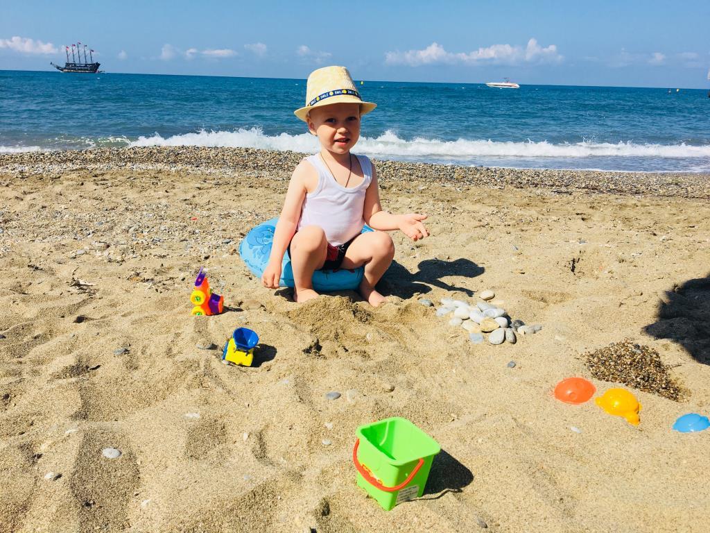 Пляжный отдых на Средиземном море. Отдых у воды