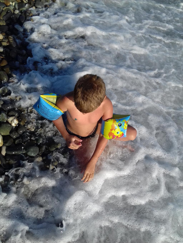 Пенный шелест волн прибрежных.... Отдых у воды