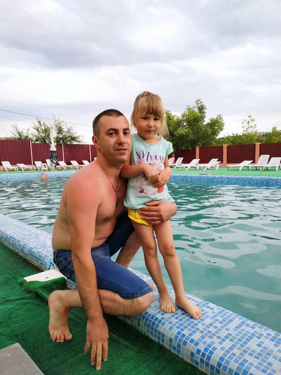 С папой в бассейн. Отдых у воды