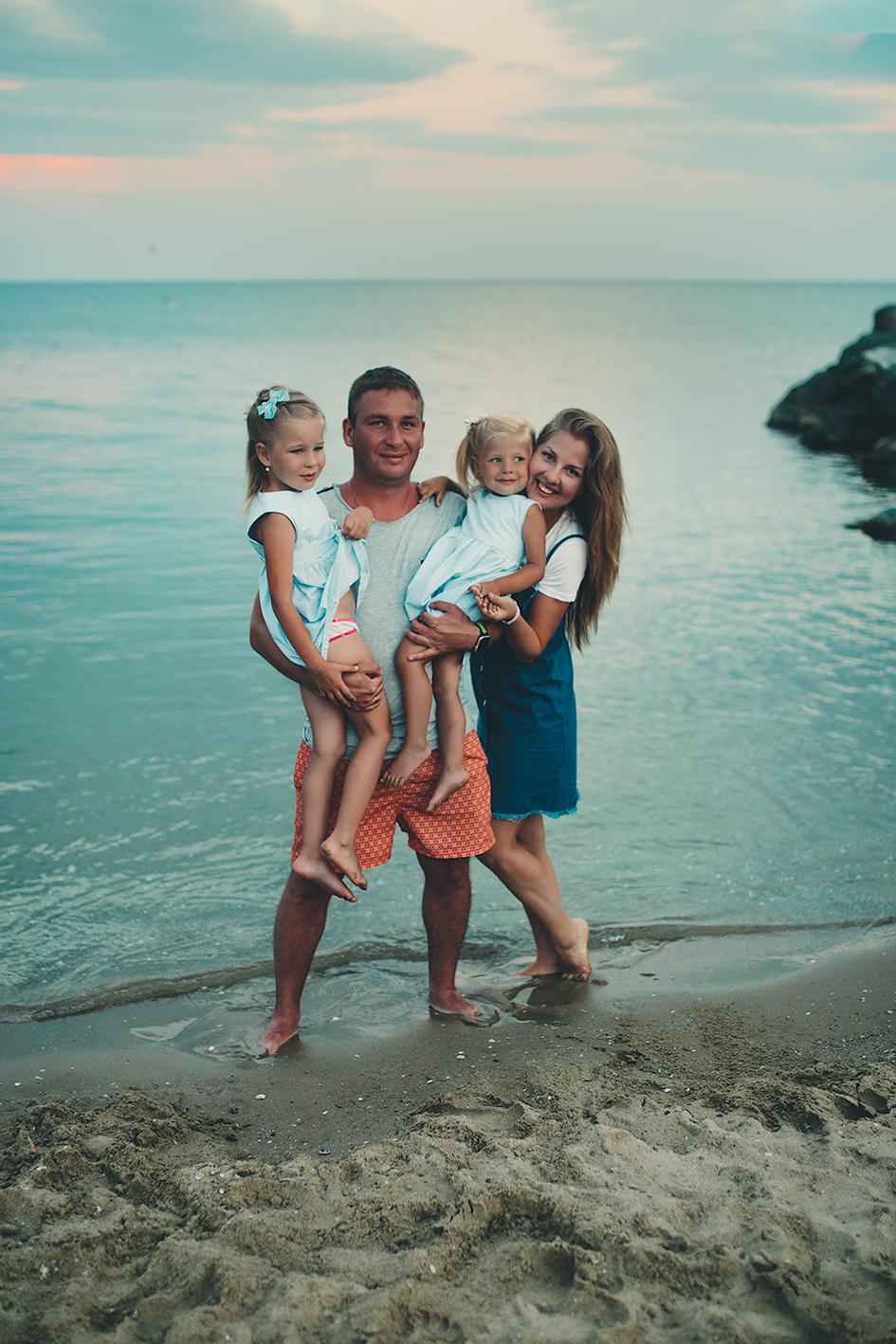 Всей семьей на море. Отдых у воды