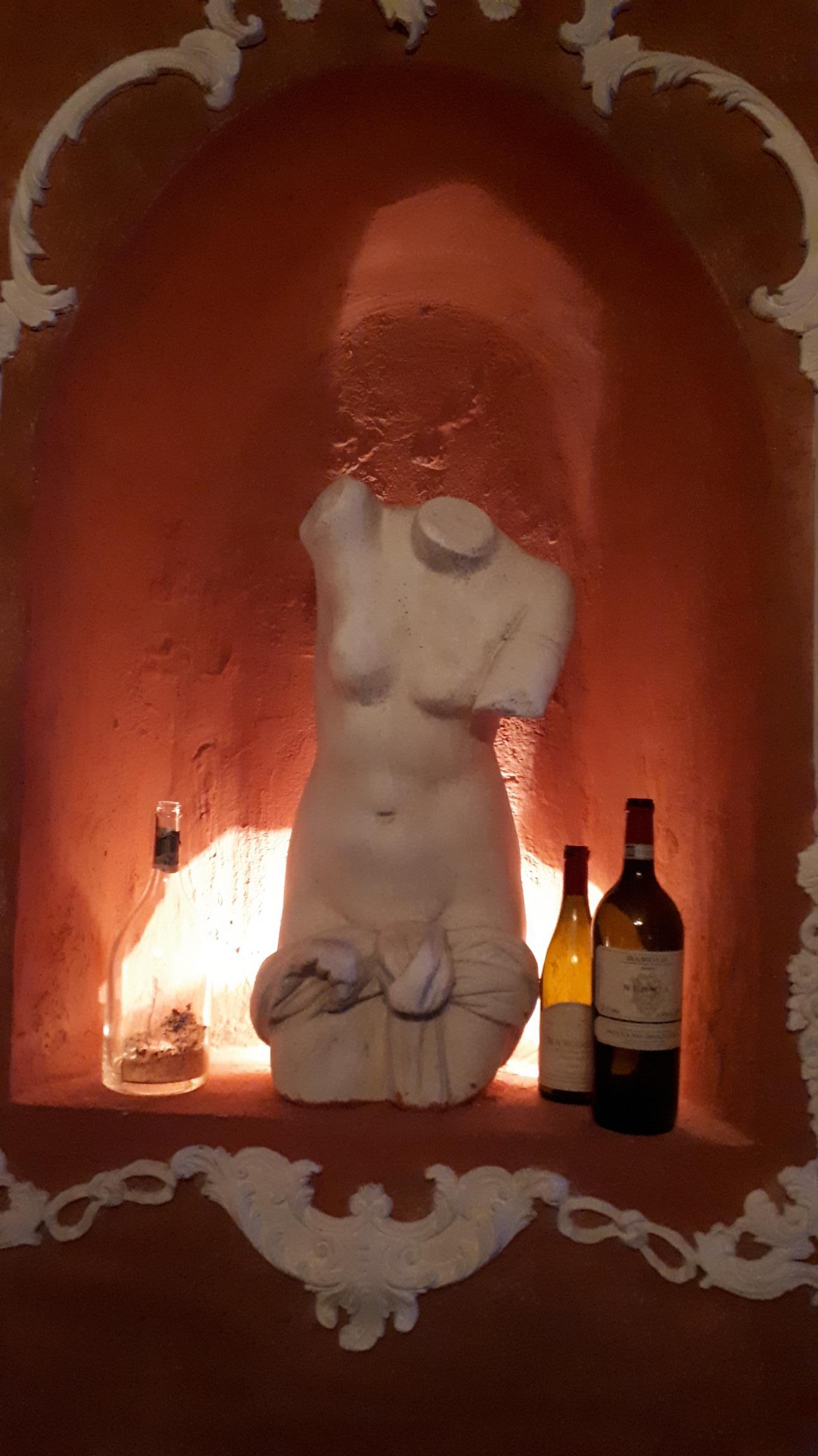В итальянском ресторанчике. Блиц: скульптура