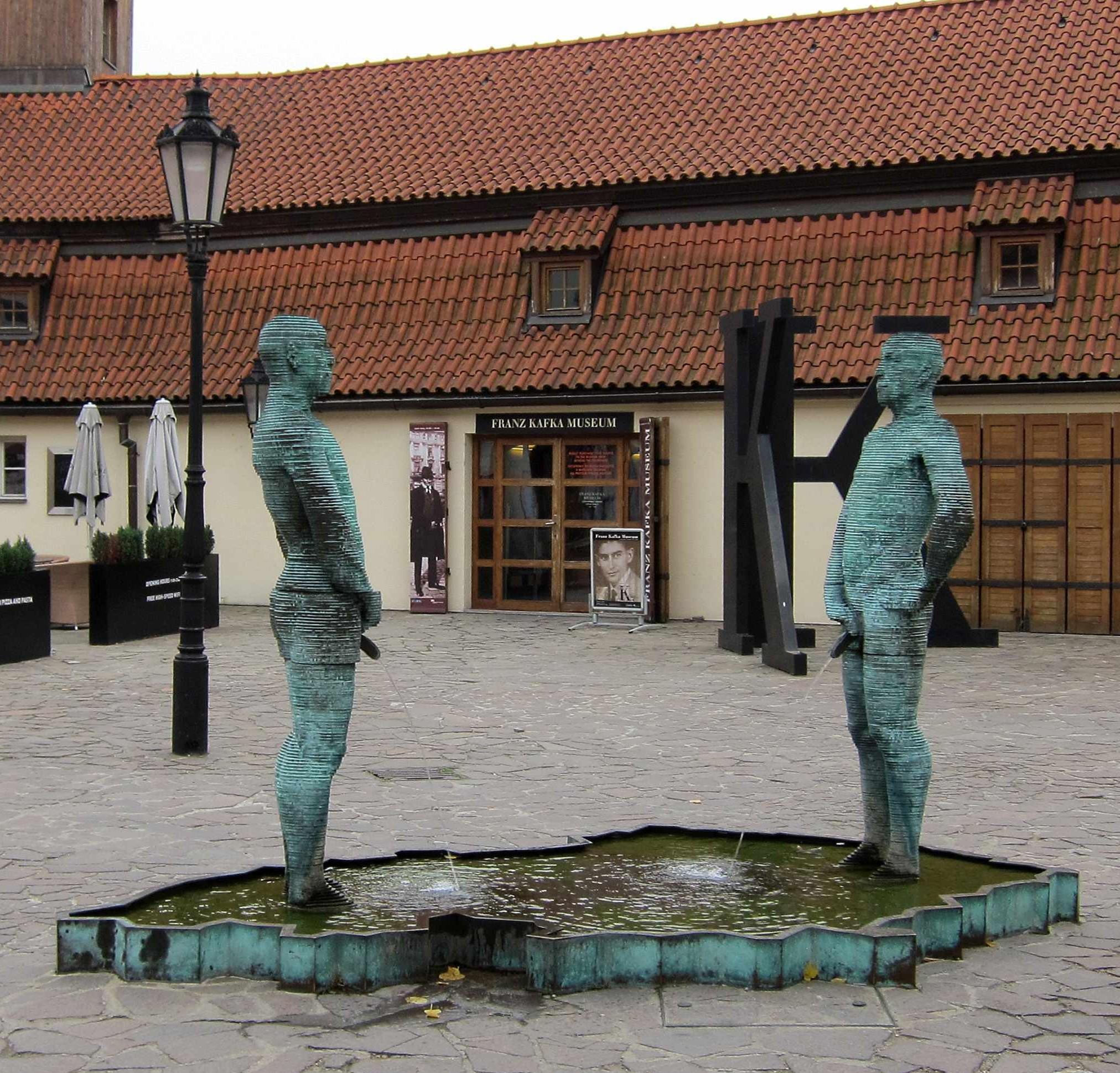 Писающие на карту чех и словак. Блиц: скульптура