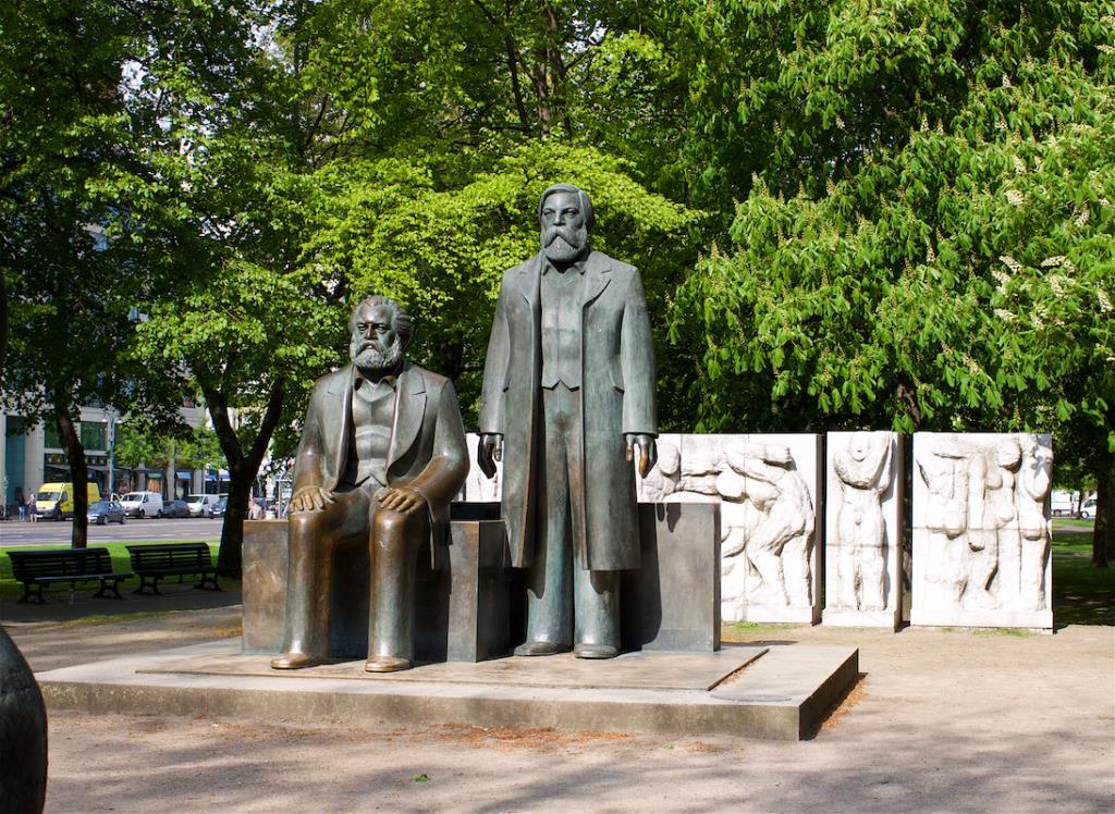 Маркс и Энгельс. Блиц: скульптура