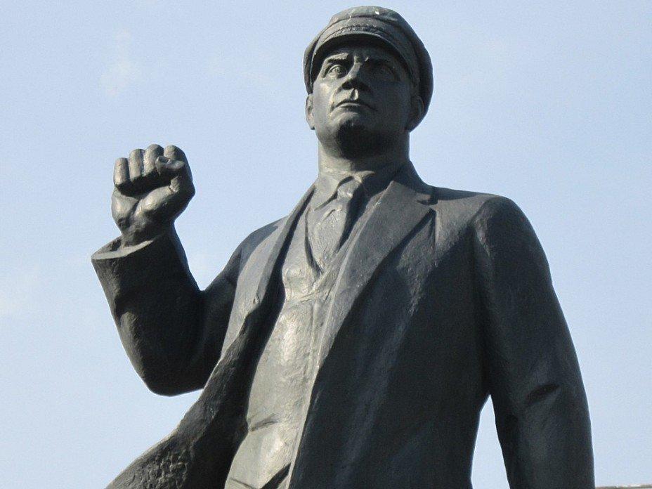 Памятник Эрнсту Тельману. Блиц: скульптура
