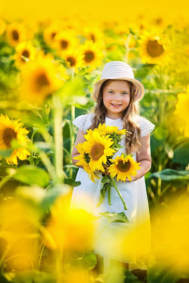 солнечная девочка. Яркое лето