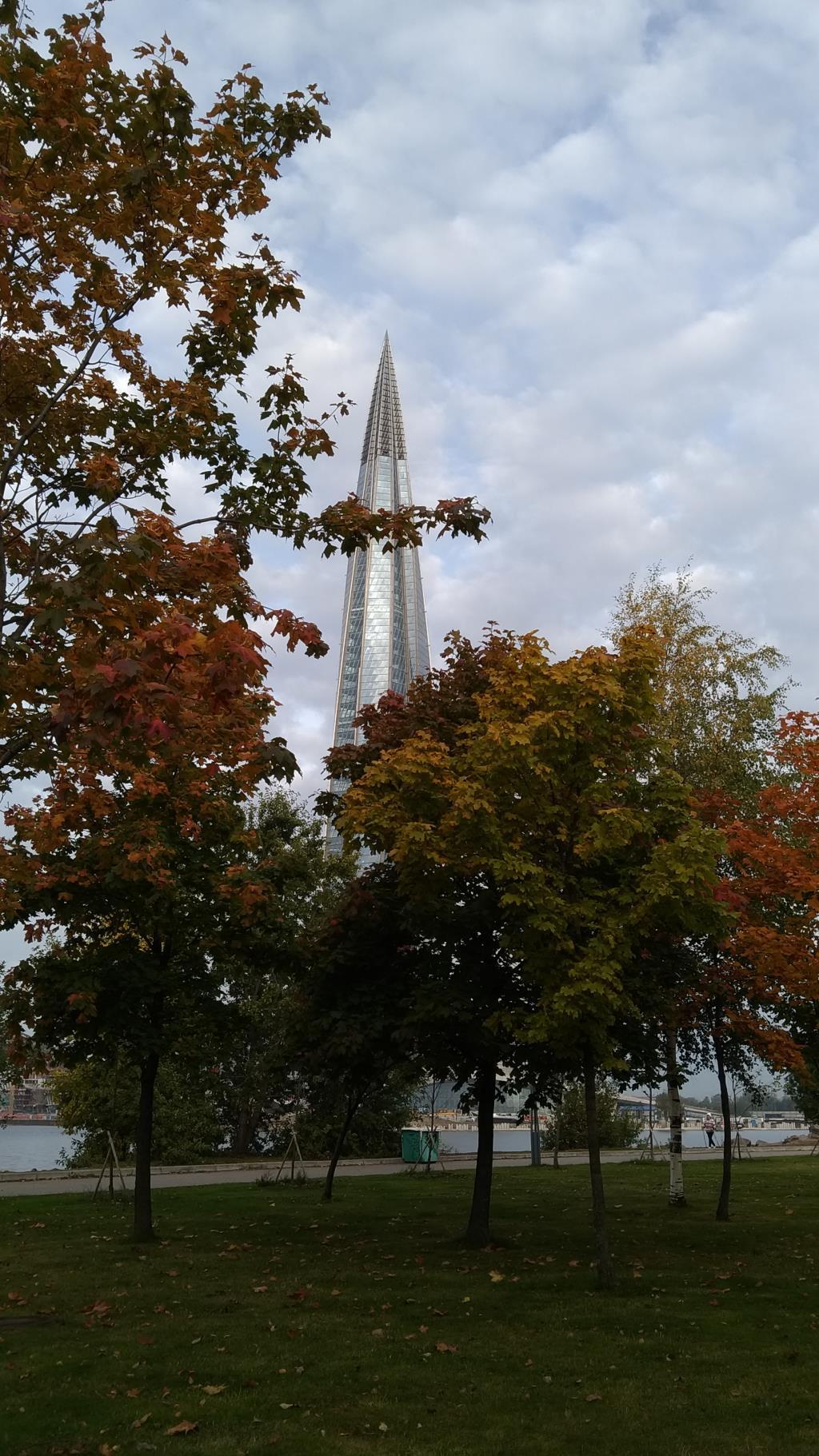 Осень в парке 300летия Санкт-Петербурга. Блиц: яркая осень