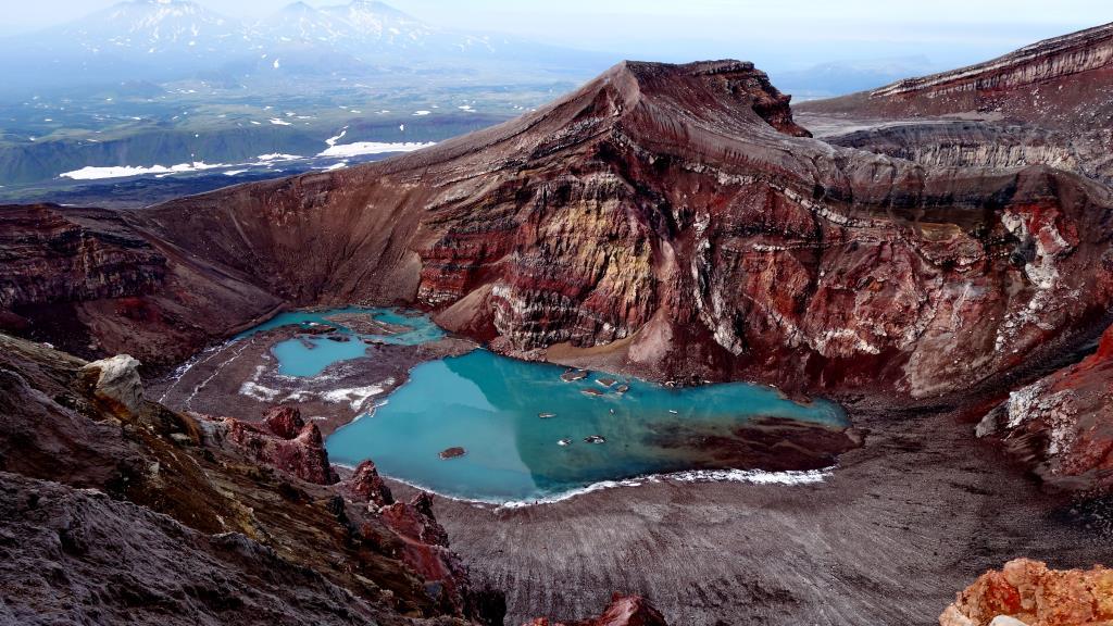 Озеро в кратере. Блиц: вид сверху