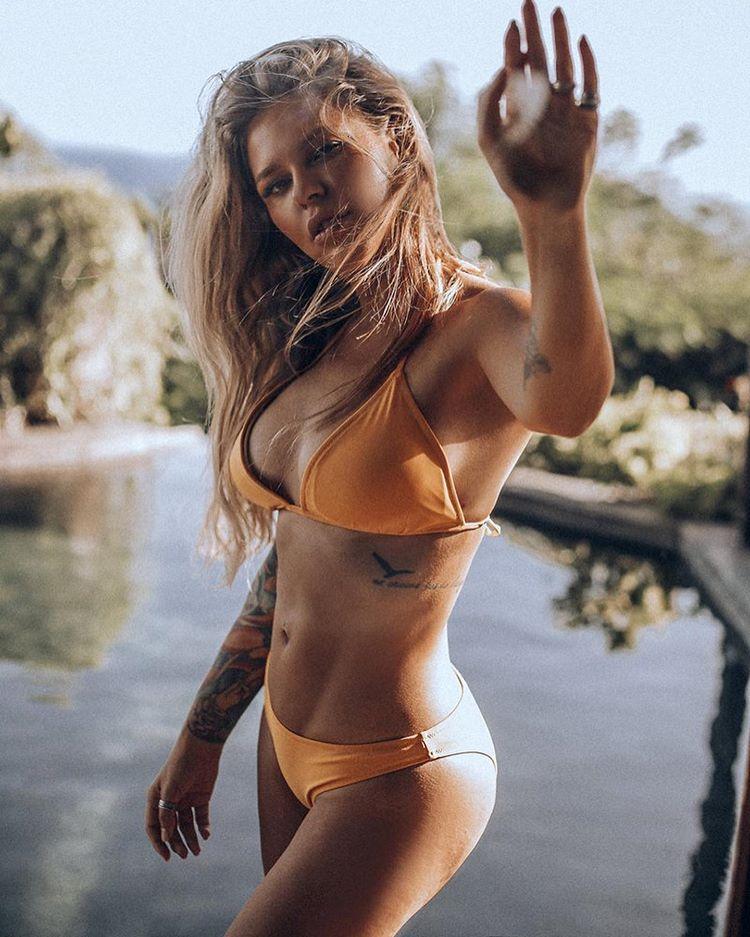 Рита Дакота фото в купальнике