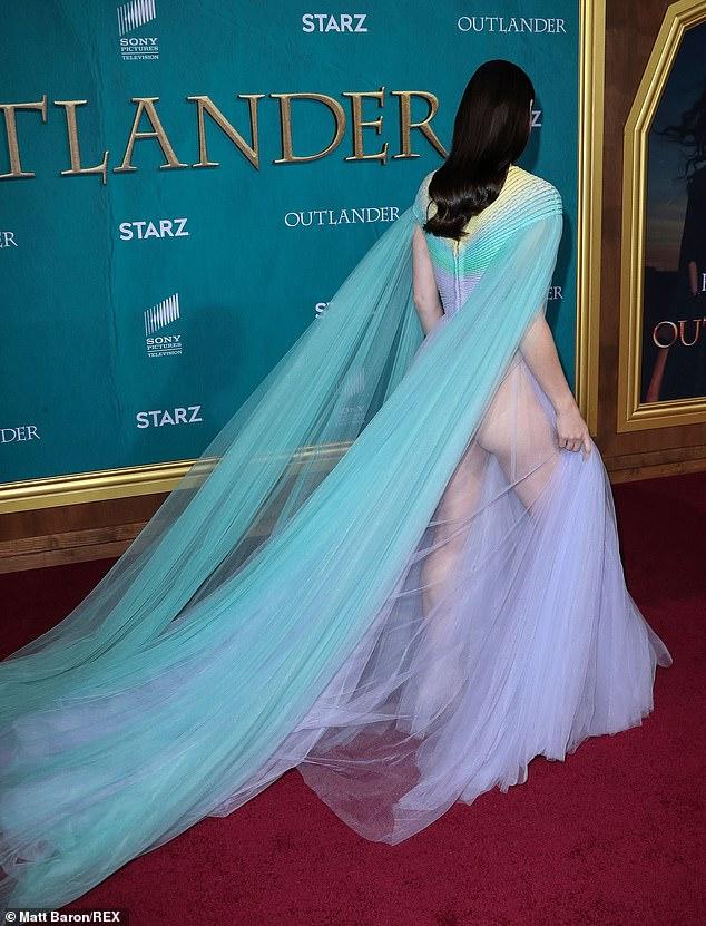 Софи Скелтон голая радужное платье