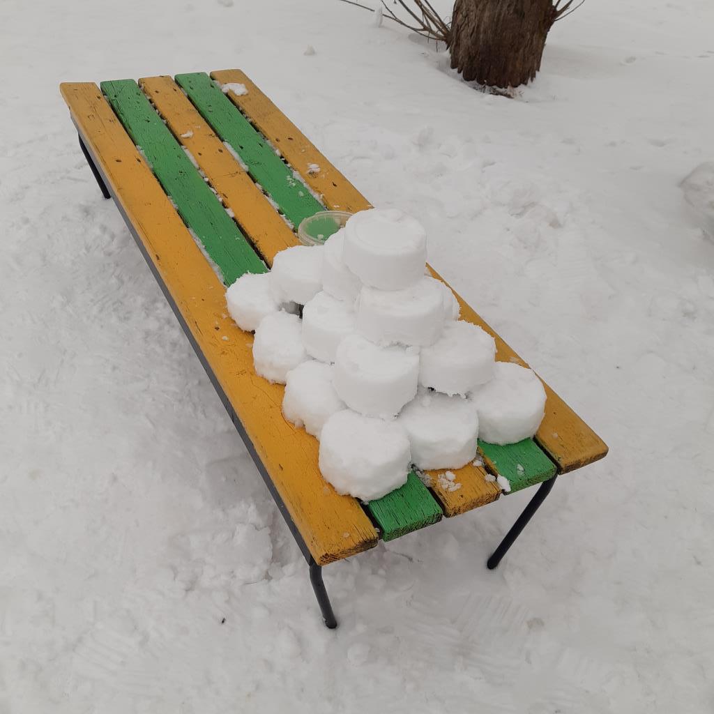 Зимняя пирамида!. Блиц: фигуры из снега