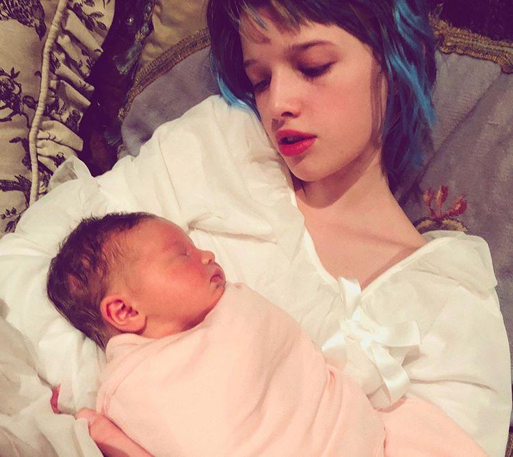 Милла Йовович родила дочери