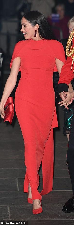Меган Маркл красное платье