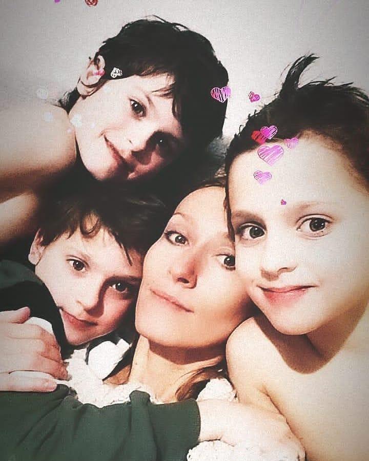 Мария Болтнева дети тройняшки