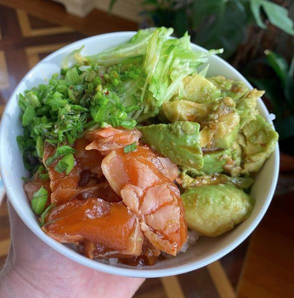 Рис с овощами и лососем
