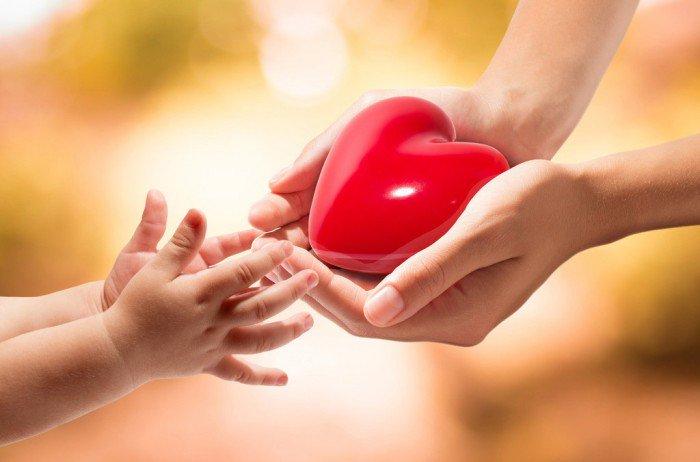 «Я никогда не чувствовал любви мамы»: столичный психолог помогает справиться с проблемой