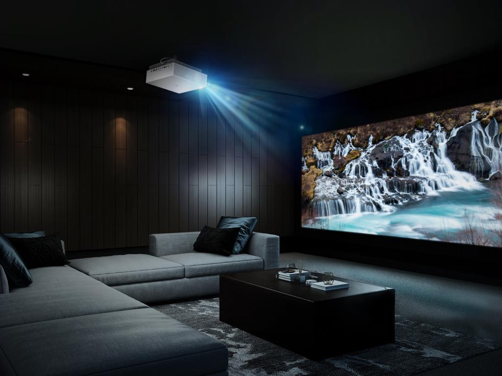Лазерный проектор LG Cinebeam HU810W: 4K UHD изображение для домашнего кинотеатра с экраном до 300