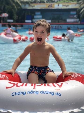 Почему важно научиться плавать в детстве