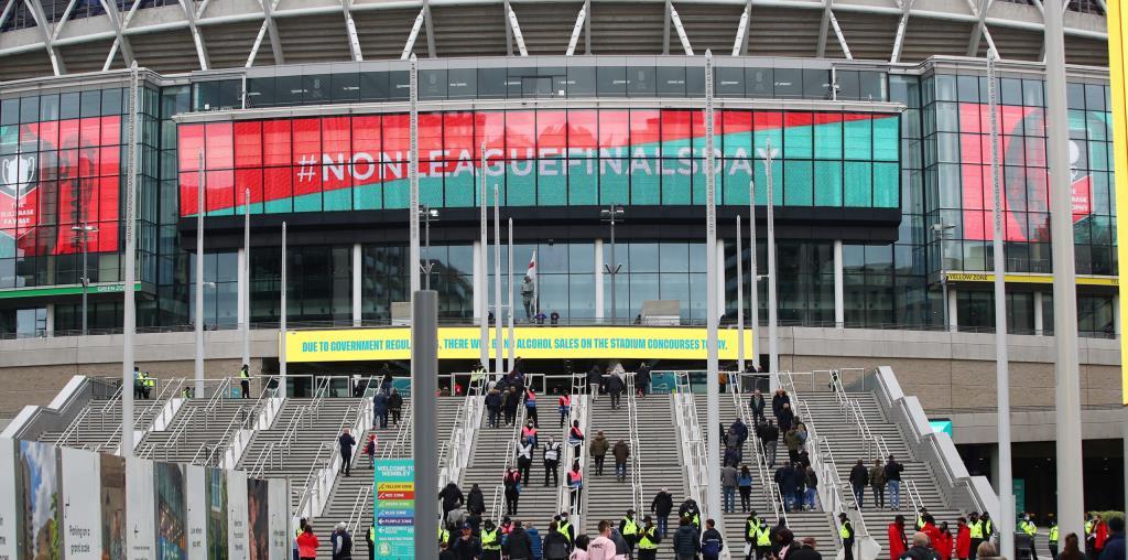 Новый яркий светодиодный дисплей LG на лондонском стадионе «Уэмбли»  приветствует своих зрителей