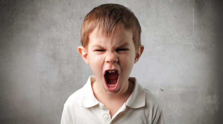 Как справиться с детской агрессией: советы психологов