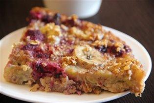 Овсяный пирог с кусочками бананов