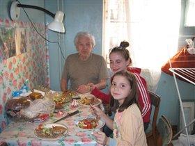 кухня. Лампа. Дедушка.