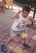 Макся танцует
