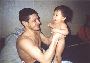 Сын с папой. Оба счастливы :)