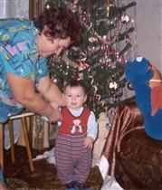 Первая елка. С бабушкой.