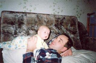 Я на папочке лежу и на мамочку гляжу