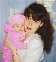 Мама с лялькой